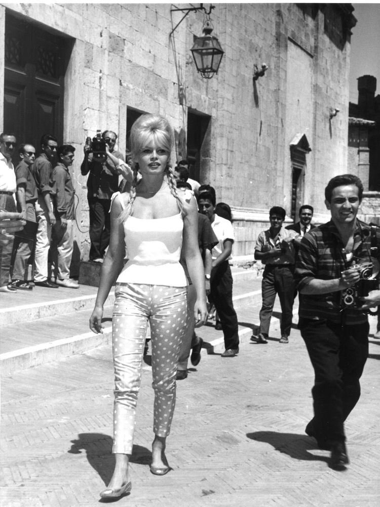 Brigitte Bardot na cidade italiana de Spoleto, onde foi feito o filme Vida Privada (Vie Privée), em 1961