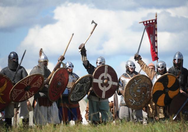 Vikings no festival anual de Clubes de História da Rússia, celebrado na região de Serpuxov (foto de arquivo)