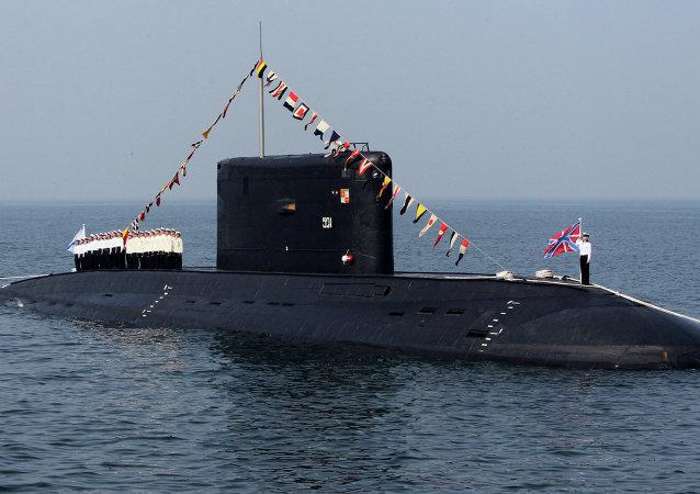 Submarino a diesel da classe Varshavyanka nas celebrações do Dia da Marinha russa em Vladivostok