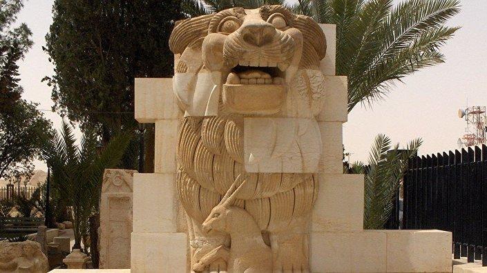 Leão de Al-Lat, localizada na entrada do museu da Palmira