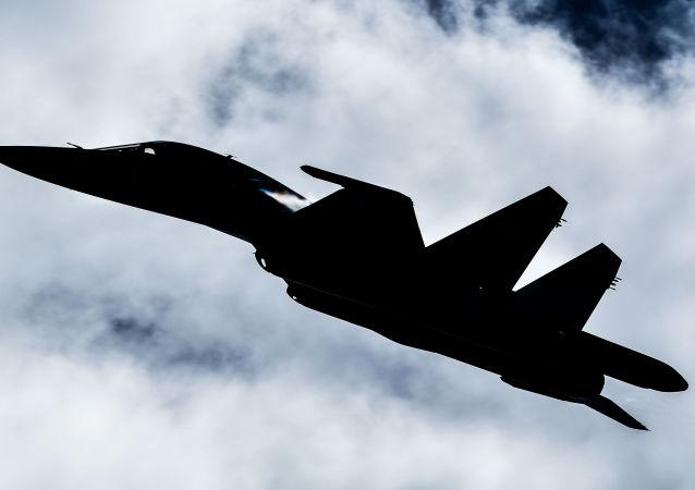 Caça Su-34 no fórum militar EXÉRCITO 2018