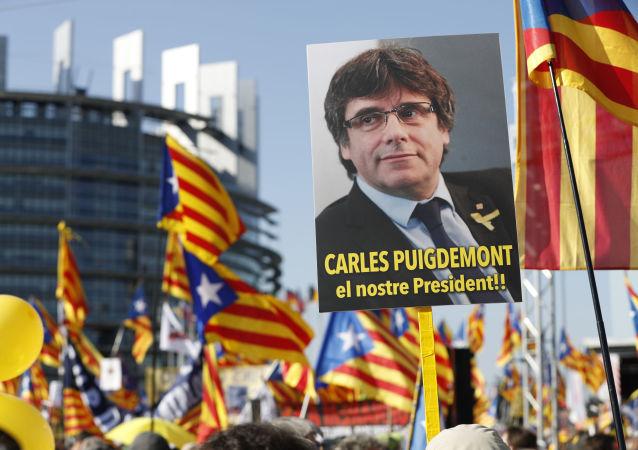 Marcha de protesto diante do Parlamento Europeu (Estrasburgo, França) contra a perseguição do líder da independência catalã, Carles Puigdemont, 2 de julho de 2019