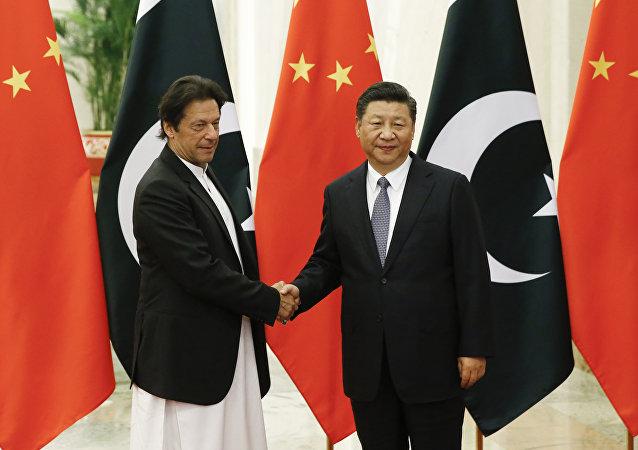 Presidente chinês Xi Jinping com o primeiro-ministro do Paquistão, Imran Khan