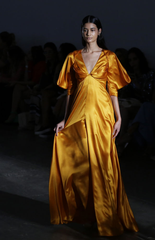 Este vestido de Fabiana Milazzo também foi alvo de muita atenção na semana de moda no Brasil