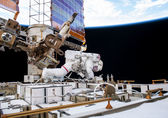 Astronauta da NASA Andrew Morgan durante a caminhada espacial