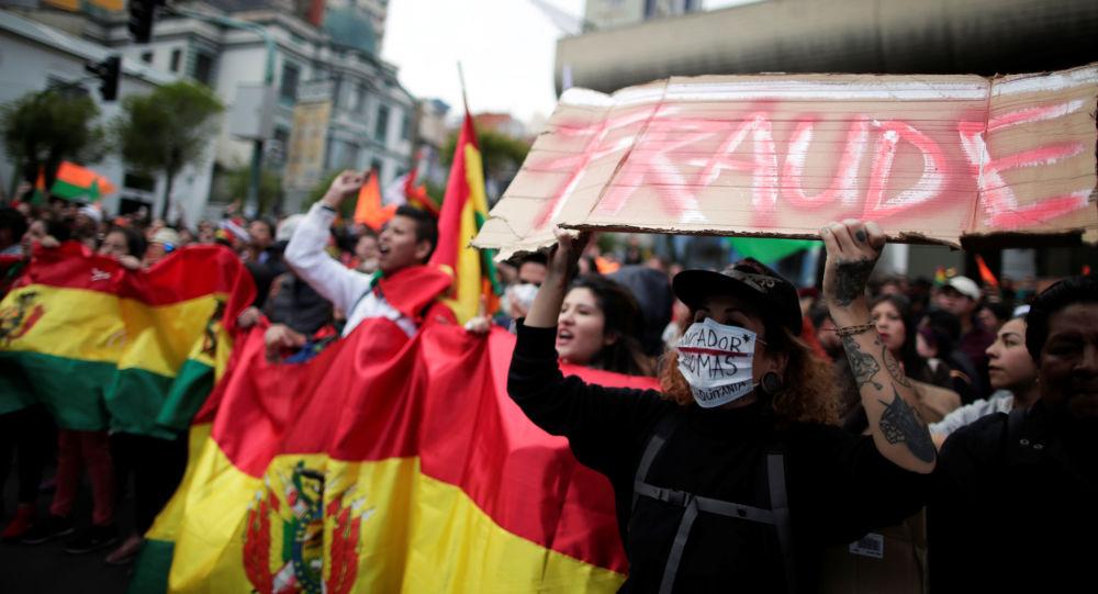 Manifestantes protestam após as eleições na Bolívia