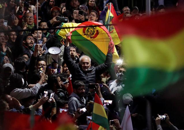 Candidato à presidência da Bolívia, Carlos Mesa, participa de protestos em La Paz, em 22 de Outubro de 2019