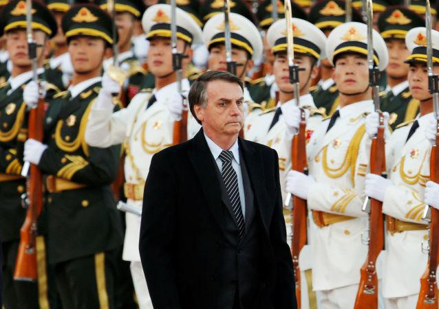 Bolsonaro durante cerimônia de recepção na China.