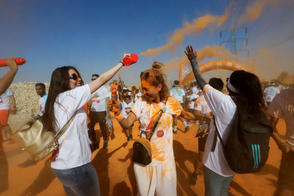 Participantes da Corrida Colorida na capital saudita, Riad.
