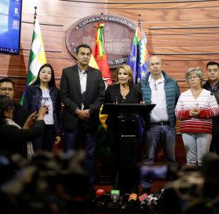 Jeanine Áñez, discursando na Bolívia.