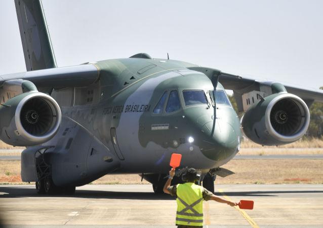 O cargueiro KC-390 da Embraer, pela Força Aérea Brasileira (FAB), na Base Aérea de Anápolis (GO).