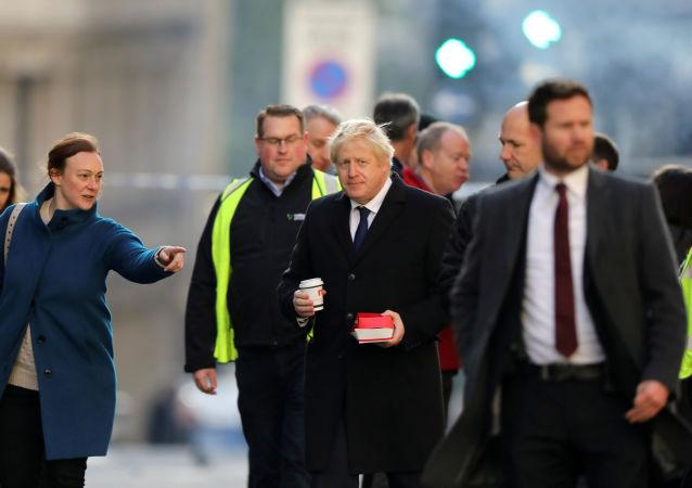 Boris Johnson, primeiro-ministro britânico, visita local do ataque terrorista de 29 de novembro de 2019, na Ponte de Londres