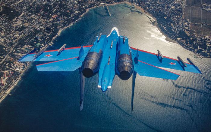 Avião russo supersônico de combate pesado Su-27, pertencente à equipe acrobática Russkie Vityazi