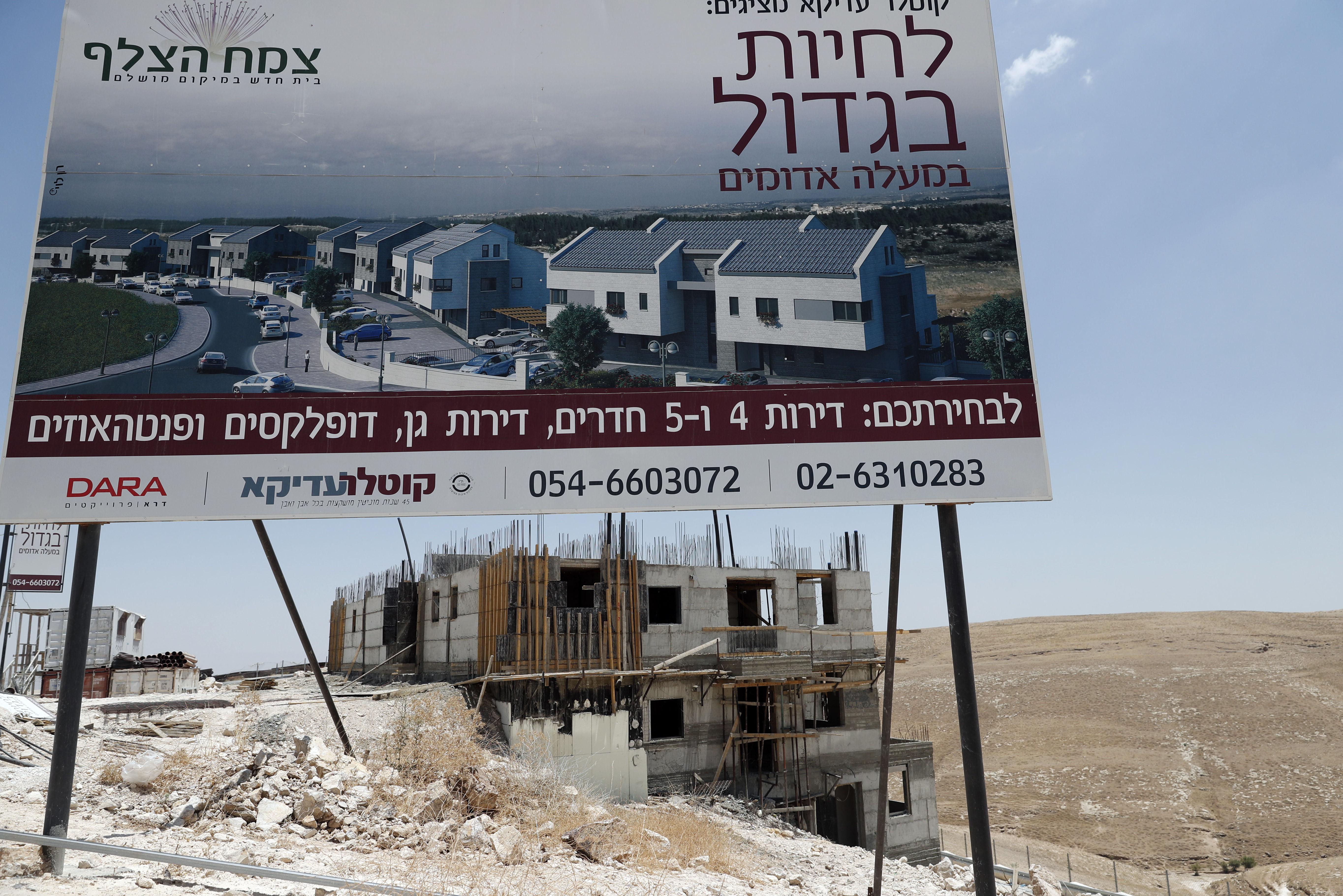 A construção de moradias para judeus na margem ocidental do rio Jordão na cidade de Maale Adumim