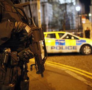 Policial faz patrulha de segurança em Belfast, na Irlanda do Norte (foto de arquivo)