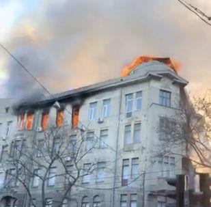 Incêndio atinge prédio de faculdade em Odessa, na Ucrânia