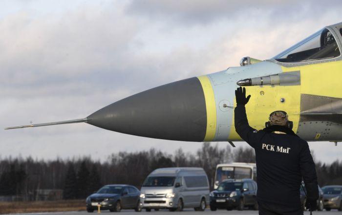 Teste de um avião MiG na fábrica de aeronaves de Lukhovitsy, na região de Moscou, Rússia