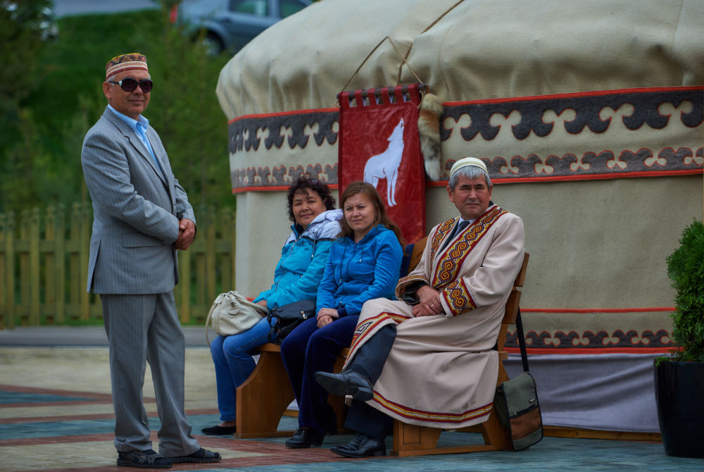 Moradores da República de Bashkortostan no parque étnico Vatan