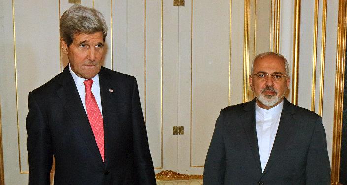 Secretário do Estado dos EUA John Kerry com chanceler iraniano Mohammad Javad Zarif durante negociações sobre o programa nuclear iraniano