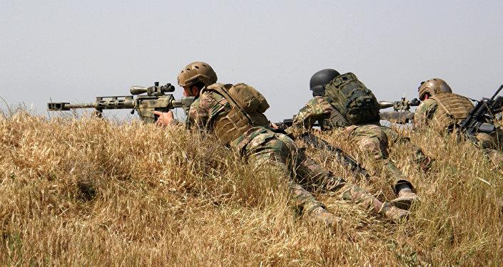 Curdos atacam o Estado Islâmico