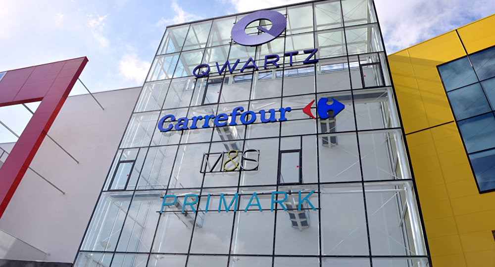 Fachada do centro comercial Quartz, onde está situada a loja Primark, em Villeneuve-la-Garenne. Foto de arquivo
