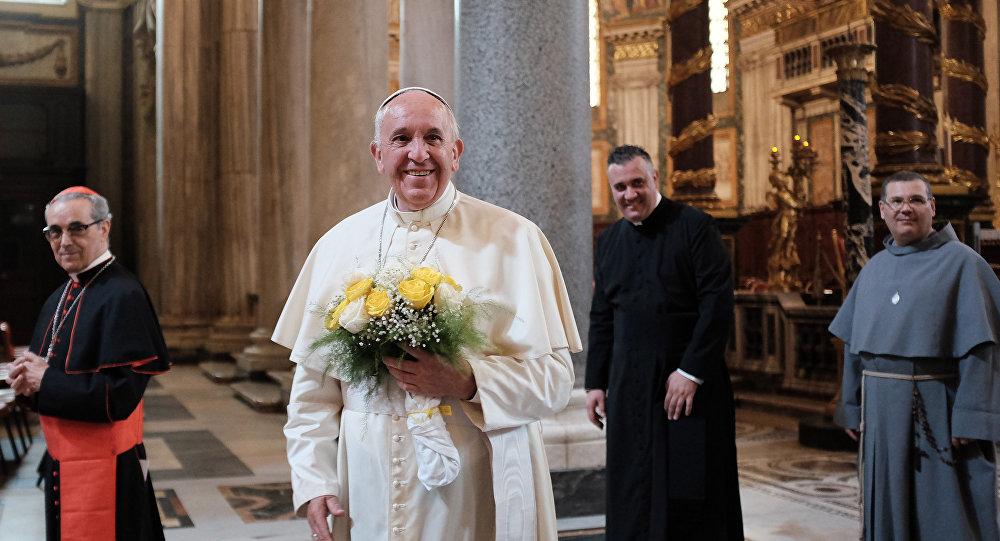 O papa Francisco chegou a Roma, na Itália, por volta das 13h40 (horário local) desta segunda-feira, após uma viagem de oito dias pela América do Sul