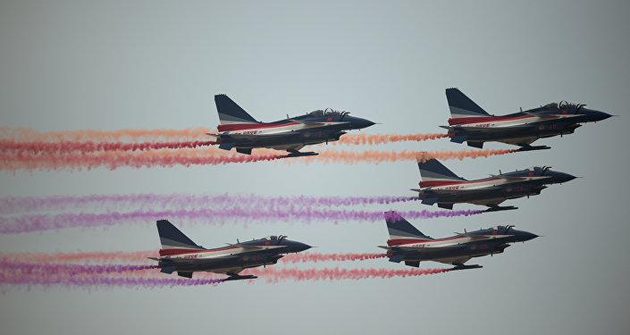 Jatos Chengdu J-10, da Força Aérea Chinesa, durante o Airshow China 2014