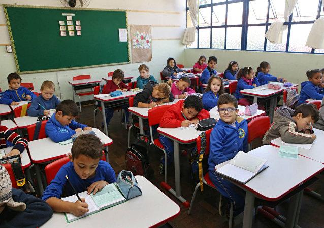 Ministra Cármen Lúcia criticou falta de investimentos em educação no Brasil