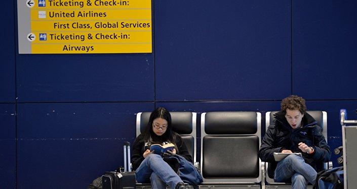 Sala de espera no aeroporto JFK, em Nova York
