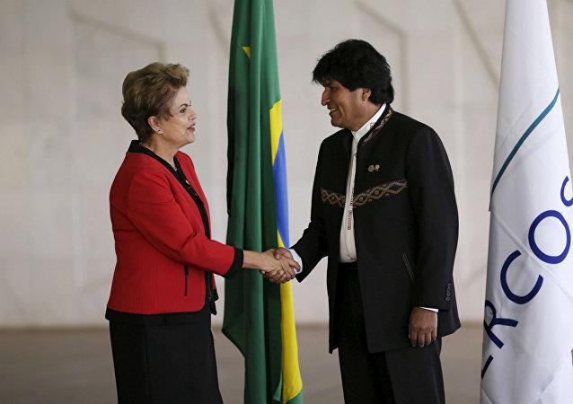 A presidente do Brasil, Dilma Rousseff, recebe seu colega boliviano, Evo Morales, para a Cúpula do Mercosul.