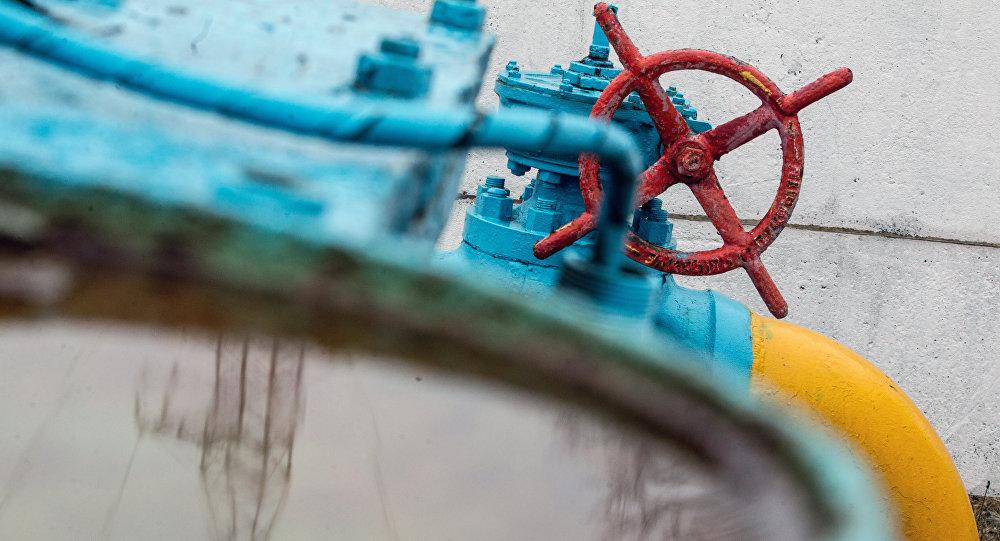 As válvulas do encanamento de gás são vistos no posto de gasolina não muito longe de Kiev, em 4 de março de 2014