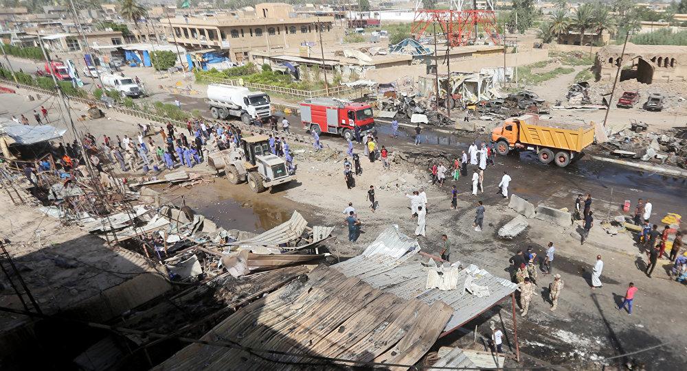 A cidade iraquiana de Khan Bani Saad após o ataque com carro-bomba da última sexta-feira (18)
