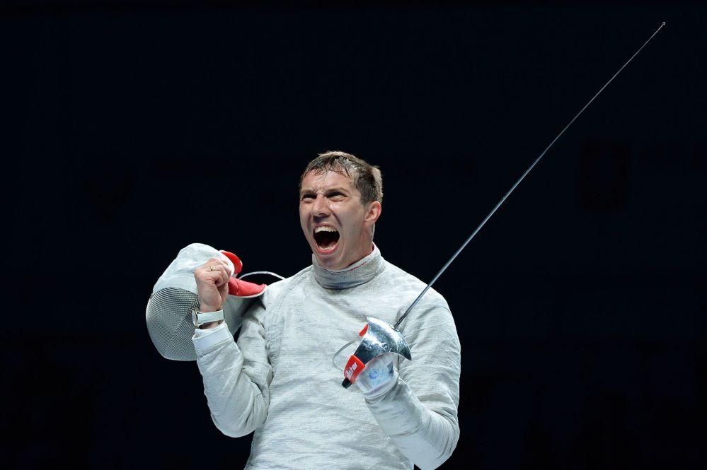 Aleksey Yakimenko venceu Max Hartung na final na categoria de sabre no Campeonato Mundial de Esgrima em Moscou