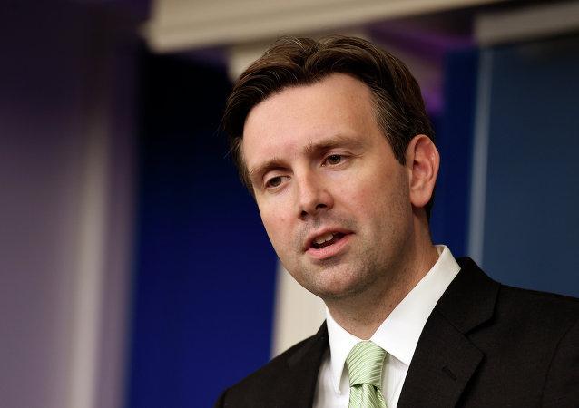 Secretário de imprensa da Casa Branca Josh Earnest