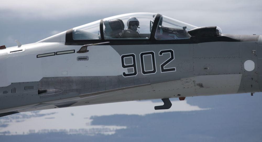 Caça russo Su-35 durante voo