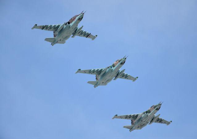 Caças Su-25CM