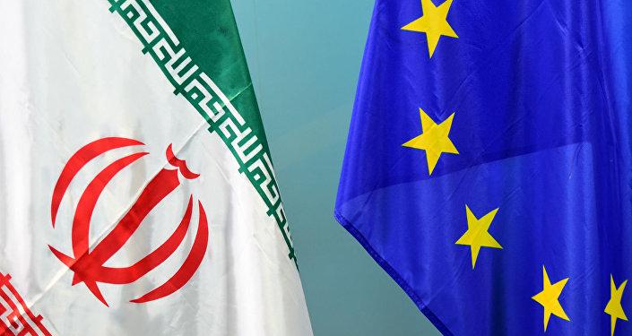 Bandeiras do Irã e da União Europeia.