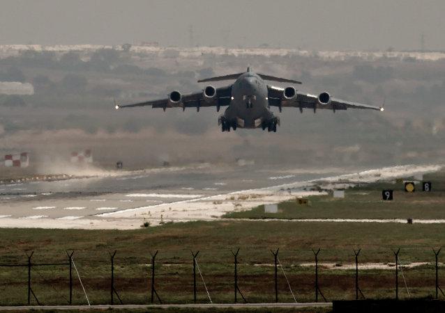 Avião dos EUA na base aérea em Incirlik, na Turquia