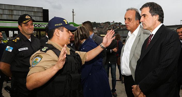 Governador Luiz Fernando Pezão e o ministro da Justiça, José Eduardo Cardozo, apresentam o primeiro balanço da Operação Brasil Integrado, na Ponte Rio-Niterói