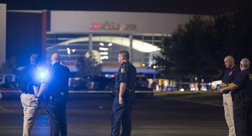 Autoridades se concentram em frente ao Grand Theatre de Lafayette, na Louisiana