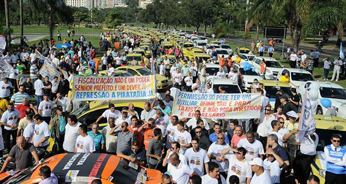 Taxistas do Rio protestam contra o aplicativo Uber