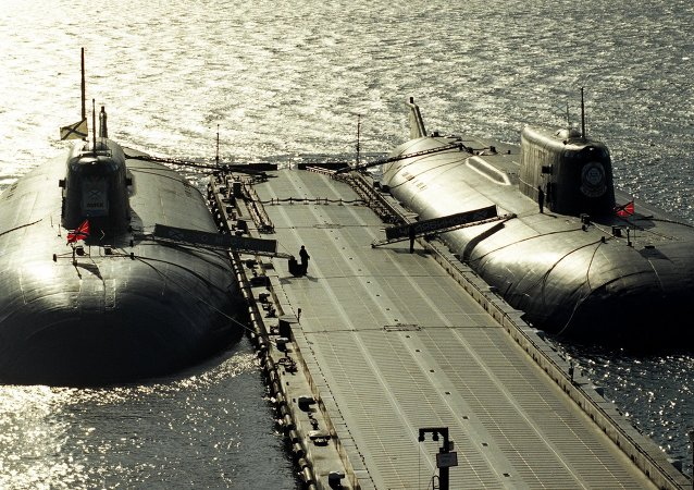 Submarinos nucleares ancorados.