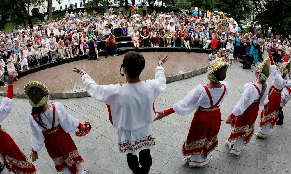 Fiéis comemoram Dia de Batismo da Rússia em Vladivostok