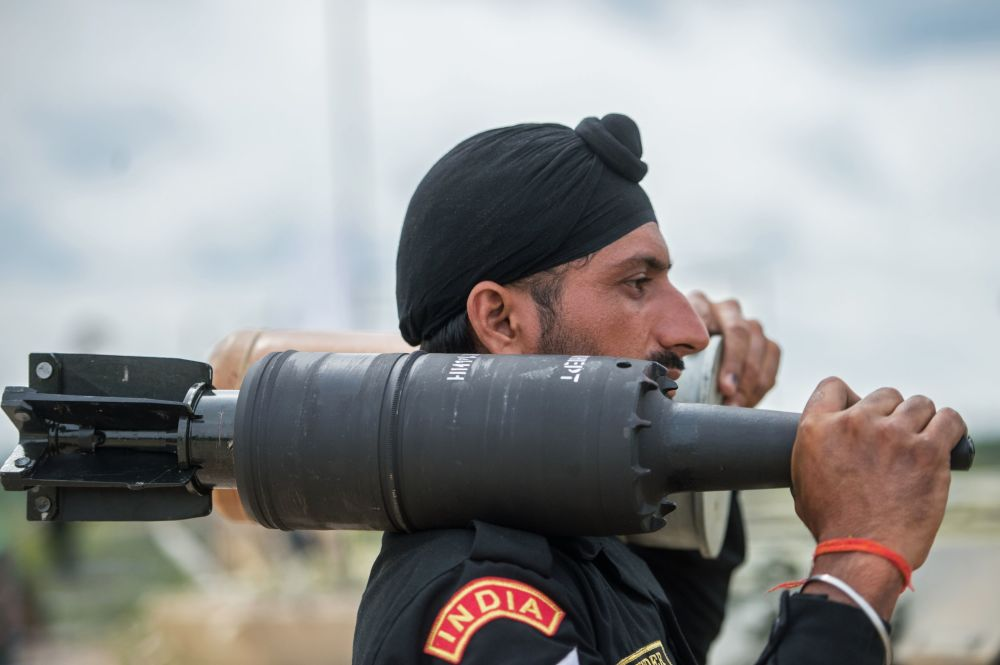 Um militar das Forças Armadas da Ìndia no polígono de Alabino na região de Moscou, onde passam as preparações  para os Jogos Internacionais de Exército 2015.