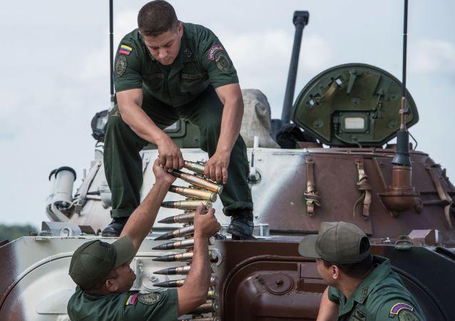 Militares das Forças Armadas da Venezuela. Participantes do Biatlo de Tanque.