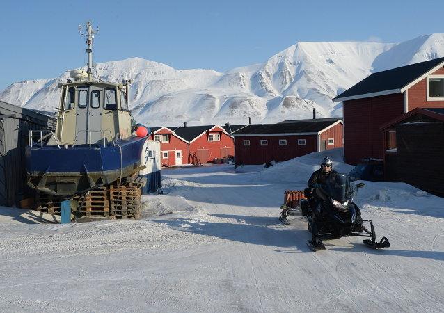 Longyearbyen é a capital administrativa e econômica do arquipélago de Svalbard, localizada na costa do mar da Gronelândia.