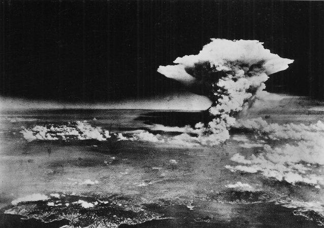 Explosão de bomba nuclear. Foto de arquivo