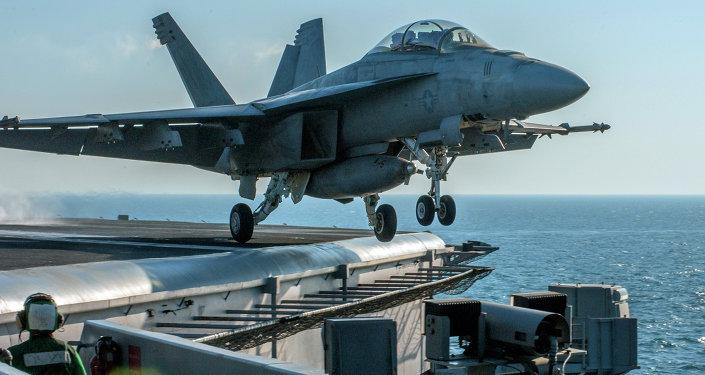 Coalizão liderada pelos EUA faz ataques aéreos contra o Estado Islâmico