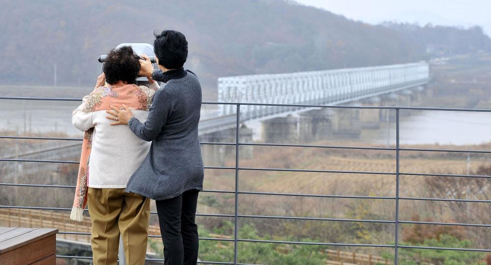 Coreia do Norte liberta estudante norte-americano condenado a trabalhos forçados