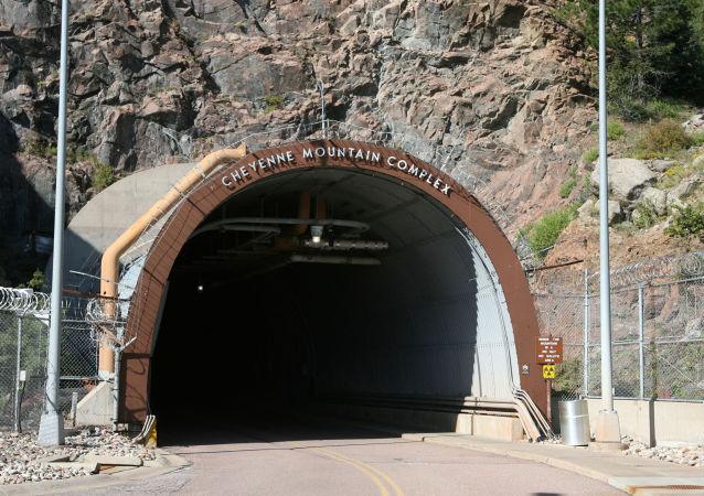 Portal para o complexo dentro do Monte Cheyenne, Colorado